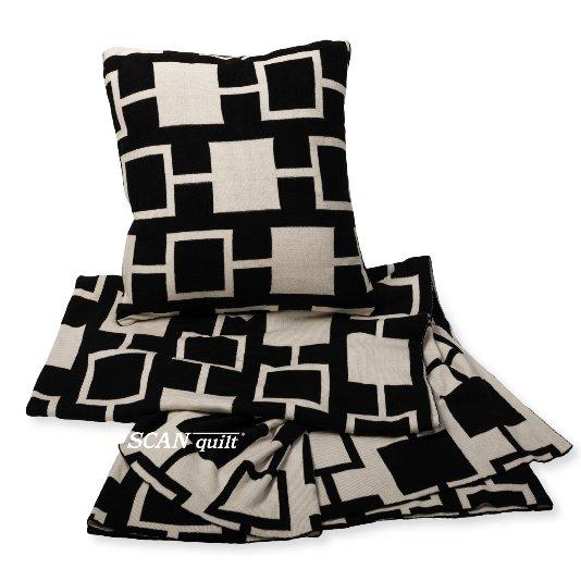 SCANquilt - pletený pléd DESIGN čtverce černá natur 130 x 190 cm - Atraktivní plédy a přehozy